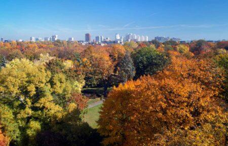 Park Poniatowskiego z panoramą centrum miasta