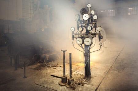 Zegary w zabytkowej elektrowni Scheiblera Łódź